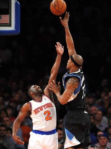J.R. Smith añadió 19 puntos y Tyson Chandler 16 puntos y nueve rebotes para los Knicks, que volaban más tarde a Los Angeles para su duelo navideño con los Lakers.
