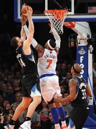 Knicks vienen de atrás para ganar 94-91 a Timberwolves.