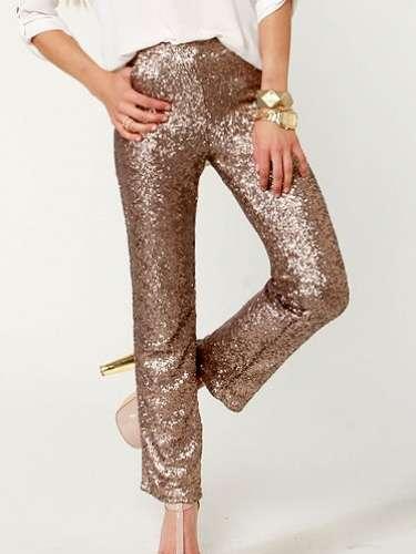 Pantalones brillosos para combinar con la clásica camisa blanca. 46 dólares en lulus.com5