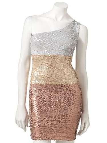 Vestido brillosos en varios tonos. Sólo 21 dólares en Khols.com