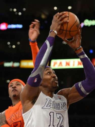 Los Lakers se colocaron 14-14, 9-9 bajo la tutela de Mike D'Antoni, y colocaron su foja en día festivo a 21-18, incluyendo 13-9 en casa.