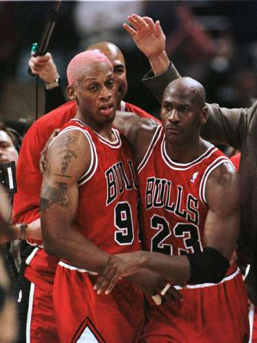 Surprisingly, Michael Jordan's Chicago Bulls only make the iist once, winning 18 straight games in the 1995-1996 season.  They would finish the season 72-10, the best winning percentage in league history.