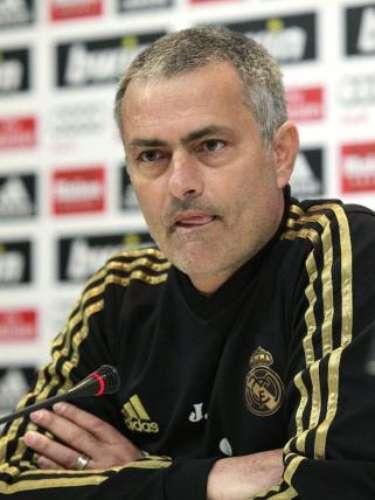 Como en ningún otro país, Mourinho ha tenido 'roces' con la prensa española. Incluso, con el poder que tiene, con la 'mano en la cintura'ha mandadocada vez que quiere a su auxiliar (Aitor Karanka) a las ruedas de prensa con los reporteros.