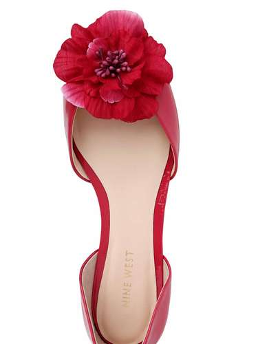 La marca de calzado y accesorios Nine West está lista para llenar los meses más calurosos de 2013 con diseños en colores vivos, estampados florales y el casi eterno animal print. Este es un avance de lo que será su colecciónpara el 2013.
