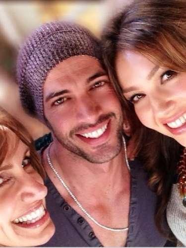 Thalía ha encendido Twitter subiendo una foto con el actor William Levy. La actriz de telenovelas comoMaria la del Barrio y María Mercedesescribió, \