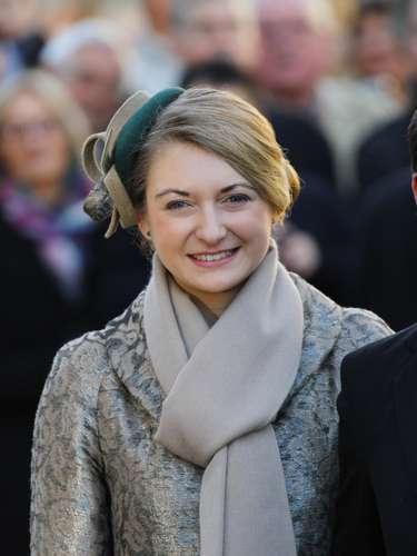 La espsoa del príncipe Guillermo ha lucido un abrigo en tonos grises con bufanda a juego y tocado en verde y beige.