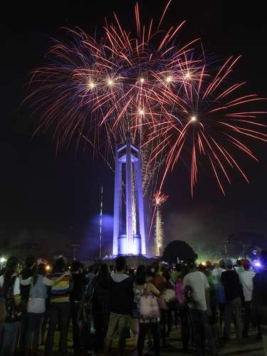 Este monumento se ilumina de fuegos artificiales con la llegada del 2013.