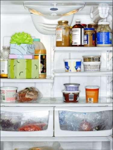 Hacer una consciente evaluación del contenido del refrigerador y la despensa. Observar si lo que tenemos es saludable, y si no lo es, empezar a modificar nuestros hábitos de consumo.
