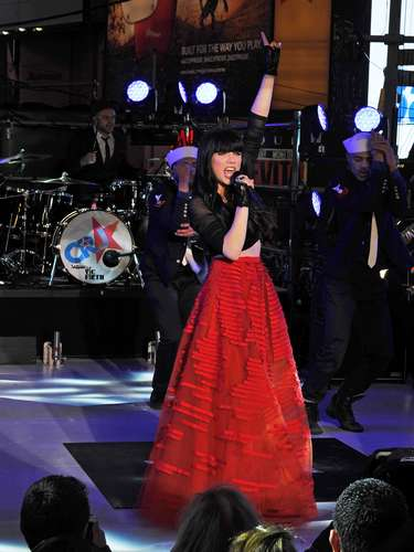 Canadian sweetheart Carly Rae Jepsen must be used to the frozen tundra of her home country to be brave enough to expose her midriff to the NYC winter chill without a care during her New Year's Eve performance in Times Square.