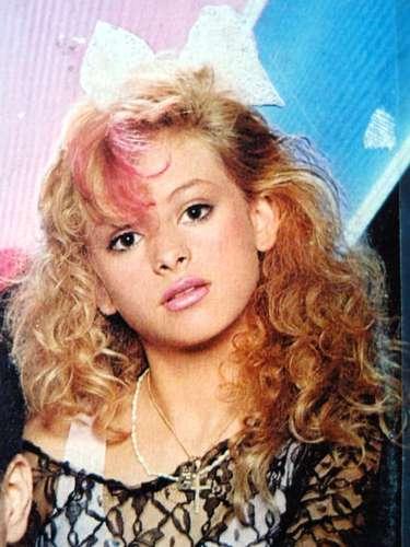 La Chica Dorada nació en 1971 en la Ciudad de México. Foto archivo cuando estaba en Timbiriche en el álbum \