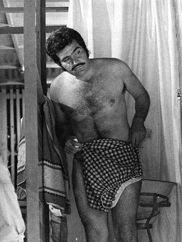 Vicente Fernández en una de sus múltiples películas que rodó durante los años 70.