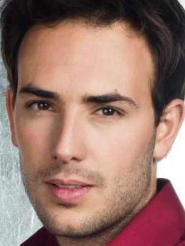 Nació en Medellín el 7 de enero de 1981. Es un actor y cantante colombiano que ha participado en melodramas como \