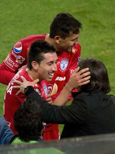 El 'Zorrito' festejó el golazo con su técnico Gabriel Caballero, quien debutó con éxito en el banquillo del Pachuca.