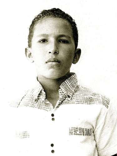 El niño Hugo Chávez, posando muy serio en una fotografía tomada en Barinas, Venezuela.