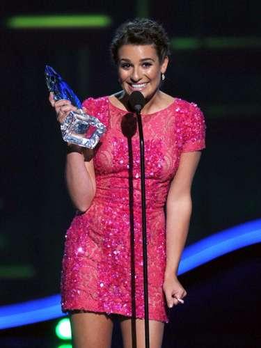 Primero Lea Michele ganó la estatuilla a la Actriz Favorita Cómica de TV por Glee...