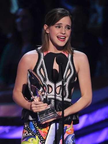 ¡Quiere llorar! Emma Watson superó la sombra de Harry Potter y ganó como Actriz Favorita Dramática de Cine por su participación en The Perks Of Being A Wallflower, lo que la emocionó muchísimo.