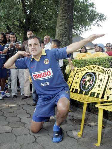 Cuauhtemoc Blanco is an American idol, unfortunately that didn't let his number '10' be retired for five years as was promised by the team. Within two years, in the Apertura 2009, Salvador cabanas took the controversy.