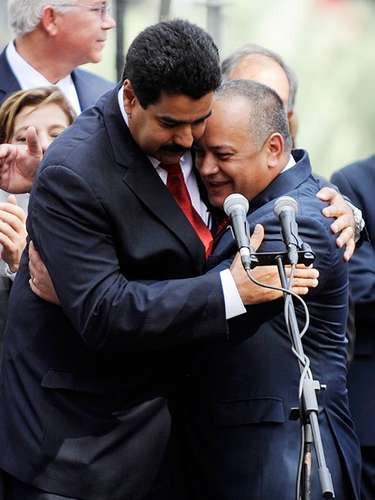 Mucho se comentó del supuesto temor que Nicolás Maduro tenía de que Cabello, una vez en el poder, no respetara la autoridad del Vicepresidente y la herencia de autoridad que le había legado Hugo Chávez.