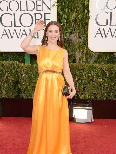 Alyssa Milano fue de las actrices que se arriesgó y llevó un color muy vistoso a los Golden Globes