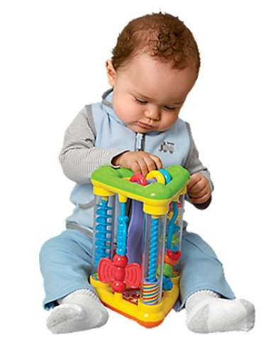 Action Triangle Baby Activity Toy. Usted se sorprenderá de cuánto tiempoocupará en este juguete lleno de acción  mantendrá  la atención de su bebé! Empuja y gira las bolas de colores, perlas, y las mariposas para  darle la vuelta al juguete y verlo caer. Incluye ocho actividades y produce un sonido agradable como un palo de lluvia. Fácil de entender y manipular; construye capacidades de coordinación. Para los recién nacidos y más.