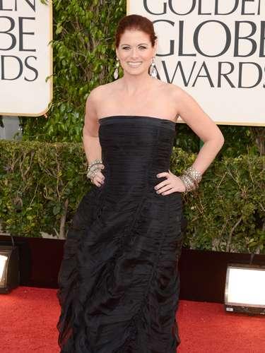MEJOR: Debra Messing optó por un vestido en negro de Donna Karan.
