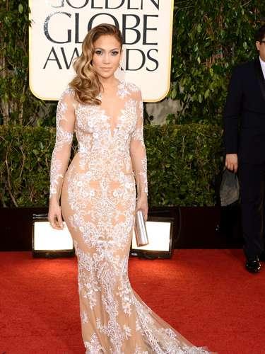 MEJOR: Jennifer Lopez hizo su presencia notoria en un vestido entallado y sexy.