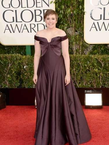 PEOR: Lena Dunham de la serie de HBO, Girls, para nada le favoreció su atuendo a los premios. Siempre le gusta ir con los hombros descubiertos y le sugerimos que deje eso por la paz si es que algún día quiere lucir bien.