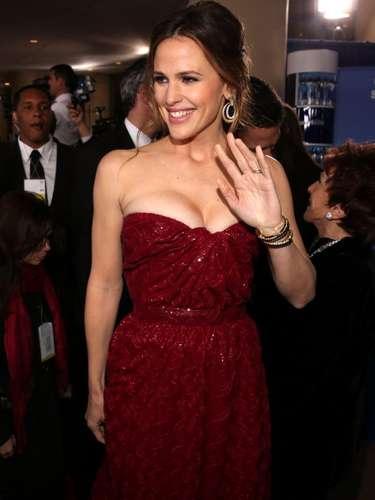 Jennifer Garner pareciera que se puso lo primero que encontró en su closet. El material del traje y el diseño no estuvieron a su altura. Esperemos que mejore su vestuarioen una próxima ocasión.