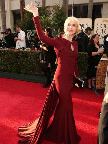 Naomi Watts vistió un traje rojo vino que la hacía ver un poco antigua. El traje le opacó su figura aunque la actriz siempre se ha destacado por ser muy glamorosa.