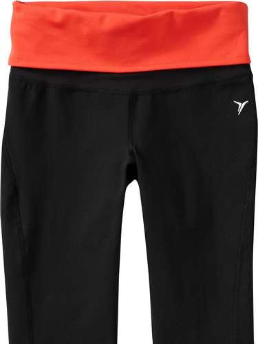 Para las que prefieren el estilo capri, estos pantalones deportivos son ideales. Para correr, para hacer yoga o para salir a hacer jogging con el stroller.