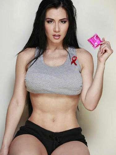 La venezolana ha usado su famosa imagen para apoyar la lucha contra el sida, haciendo promoción del uso del condón.