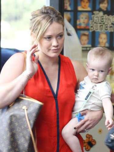 Hilary Duff y su marido Mike Comrie tuvieron su primer hijo, Luca en marzo de 2012.