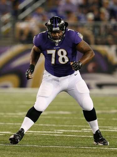 Bryant McKinnie (Ravens): McKinnie, un veterano de 11 añoscon los Ravens, pesa 163.293 kilos.
