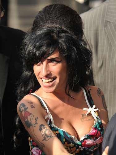Amy Winehouse murió a los 27 años siendo una de las grandes promesas de la música soul. Lamentablemente sus excesos y adicciones la llevaron a la muerte en el 2011