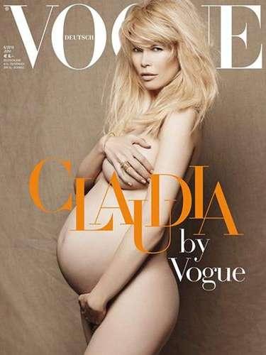 Claudia Schiffer se desnudó para la revista Vogue en su edición alemana en 2010 a los 39 años.