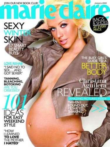La cantante Christina Aguilera posó para Marie Claire. Ella se tapó con una mini chaqueta de cuero.