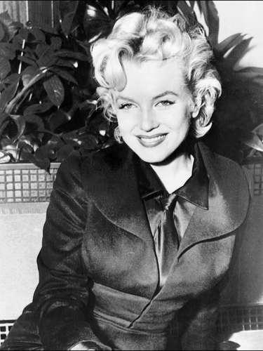 La sexy Marilyn Monroe es el ícono del glamour del cine de Hollywood. La actriz murió a los 36 años a causa de una sobredosis mientras que otros dicen que fue asesinada.