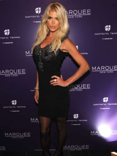 Here's another glimpse of the oh-so-hot Victoria Silvstedt.