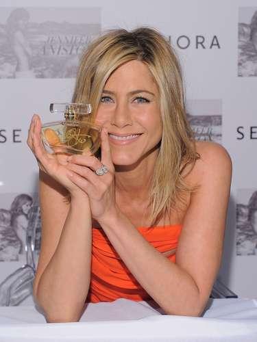 La actriz de Hollywood Jennifer Aniston, conocida por su papel en la serie 'Friends', también ha sido otra de las celebrities que con su perfume \