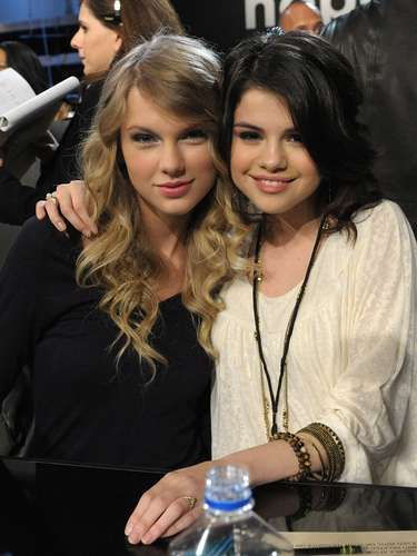 Taylor & Selena share a hug at the \