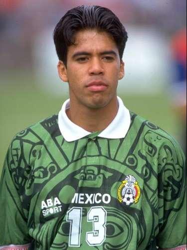 Su calidad lo llevó de inmediato a la Selección Mexicana y fue parte del plantel de la Copa Confederaciones 1997.
