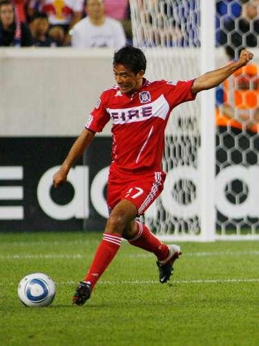 Luego de volver al América en 2009 y permanecer hasta 2011, emprendió la aventura de la MLS y fichó por el chicago Fire, con el que jugó una temporada e hizo un gol antes de 'colgar las botas'.
