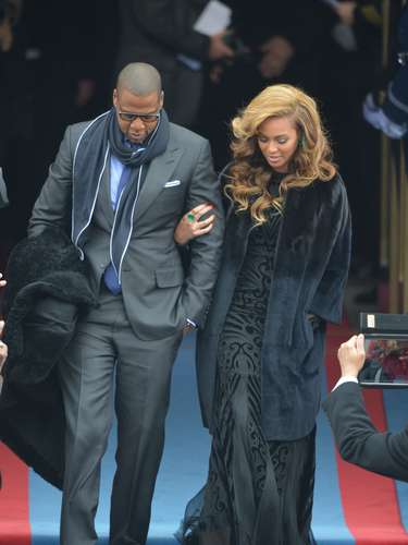 But no one was more glam than Beyoncé, who wore a Pucci gown covered by a Diot coat, while her husband Jay-Z was in a Tom Ford suit.