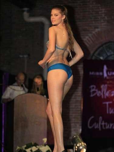Tras una reñida competencia inicial entre 350 jóvenes, durante el certamen nacional, de las cuales fueron elegidas 25 como finalistas, Micaela fuequien se llevó el título y la corona de Miss Universo Uruguay 2013.