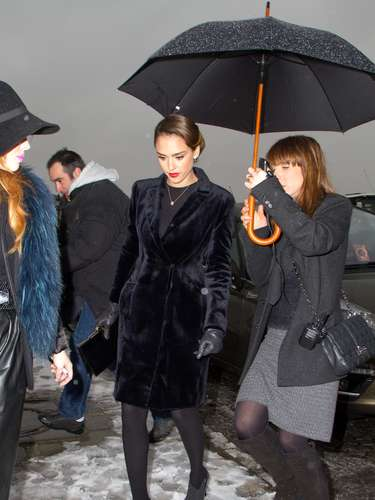 Día 1: Jessica Alba asistió a la inauguración de la semana de la moda de la alta costura de París.