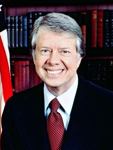 CARTER: Inspirado en el presidente Jimmy Carter. Carter logró reducir el desempleo y el déficit público, pero no fue capaz de acabar por completo con la recesión.