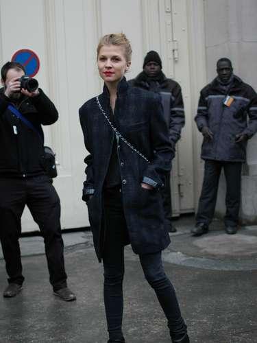 La actriz francesa Clémence Poésy asistió al segundo día de la semana de la alta costura en París.
