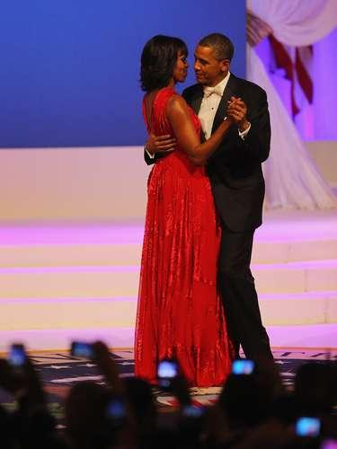 Por segunda ocasión escogió un diseño del joven modisto para el baile de investidura de su esposo, Barack Obama.