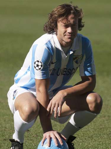 Uruguayan Diego Lugano moves from PSG to Malaga on loan to strengthen their defense.