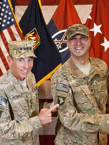 El brillante paso de Petraeus por el ejército y el gobierno estadounidense se vio mancillado, luego que admitiera haber mantenido un romance con la mujer que escribió la biografía de su carrera militar.